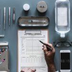 больничный лист телефон рука приборы