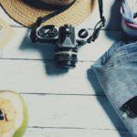 отпуск шляпка фотоаппарат джинсы очки