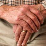 пенсионер руки кольцо