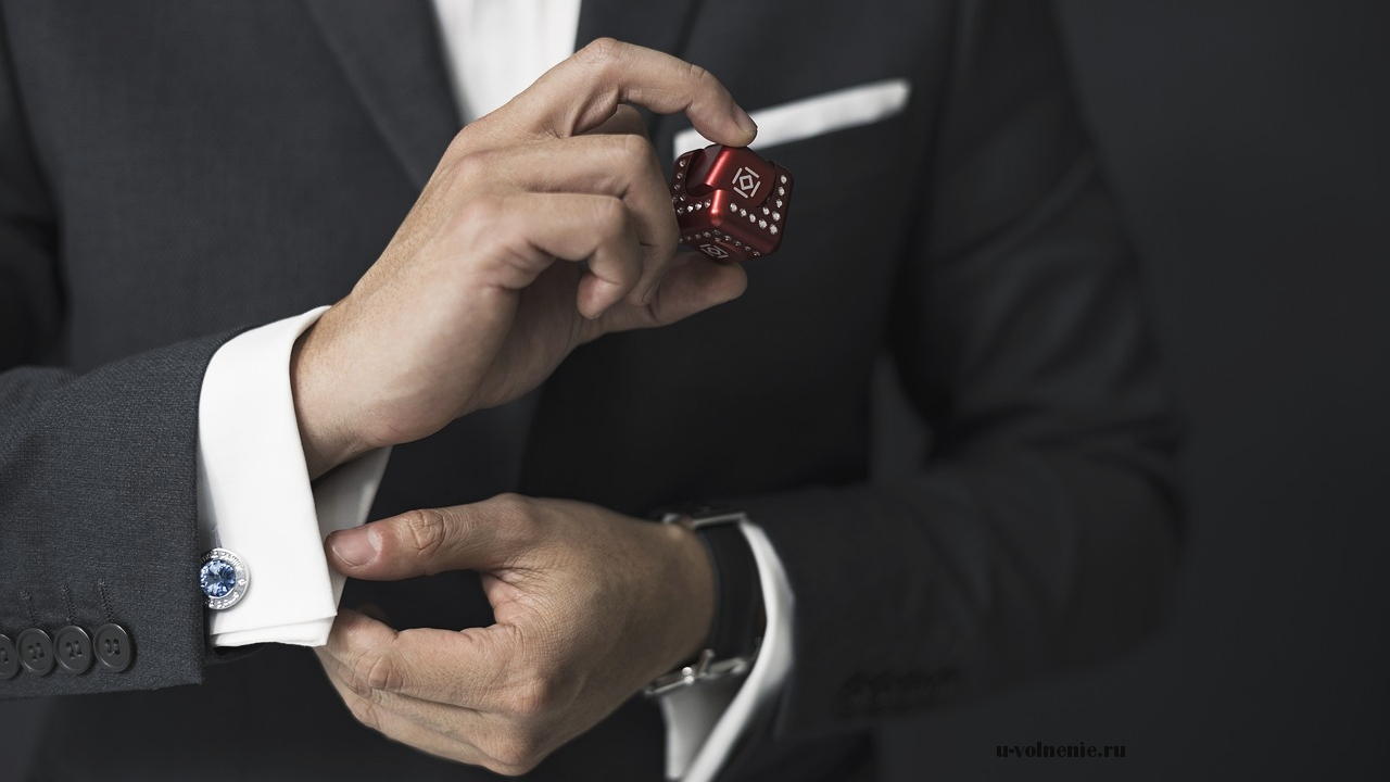 мужчина в стильном деловом костюме