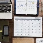 ноутбук календарь часы кофе газета