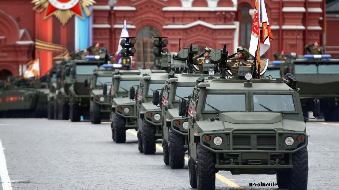 парад бронетранспортеры красная площадь