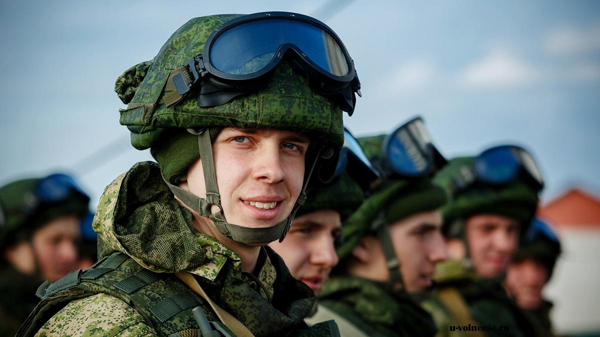 солдат улыбается