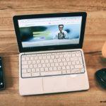 стол ноутбук телефон мышка кофе
